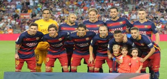 Una alineación del Barça posa ante los medios
