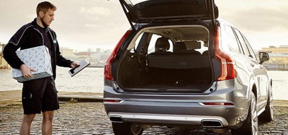 Volvo entrega prendas nos seus automóveis