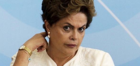 Prisão de senador é duro golpe em Dilma