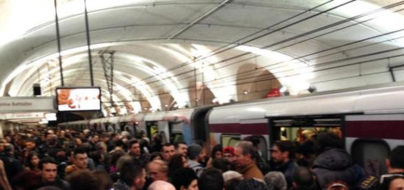 Roma, metro nuovamente bloccata.
