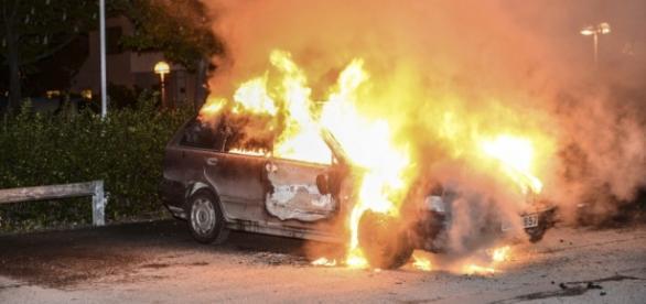 Tärnsjö w ogniu walk z imigrantami.