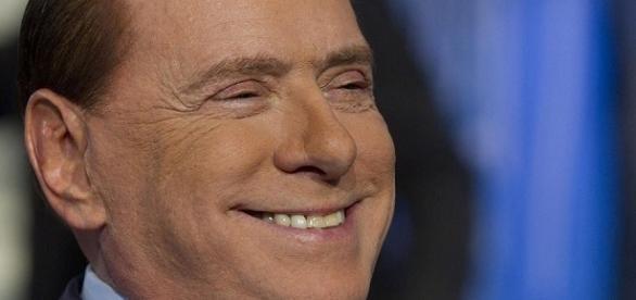 Berlusconi contro Renzi e i 500 euro ai 18enni