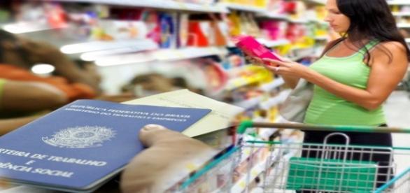 Brasileiros sofrem com inflação e desemprego