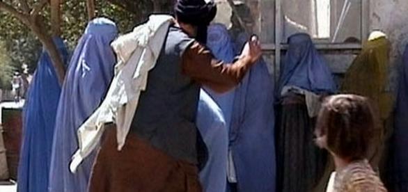 A opressão contra mulheres afegãs é constante.