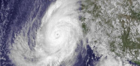 El huracán Patricia cerca de costas mexicanas