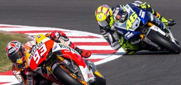 Márquez y Rossi en una carrera anterior
