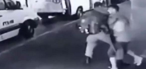 Poliţist de frontieră înjunghiat în spate