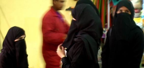 Muzułmanki w czadorach - strój wymagany