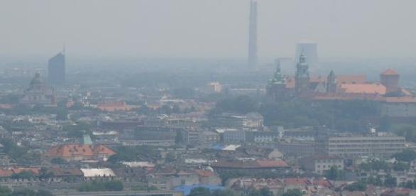 Nad Krakowem unosi się gęsty smog
