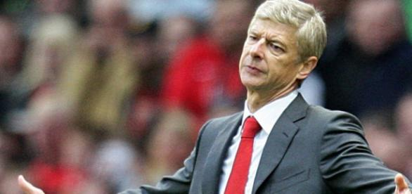 Wenger durante un partido de su equipo