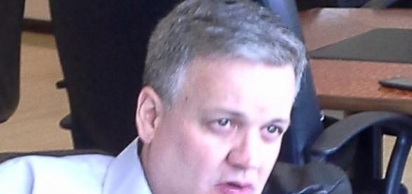 Xavier Serbiá, el moderador de CNN Dinero.