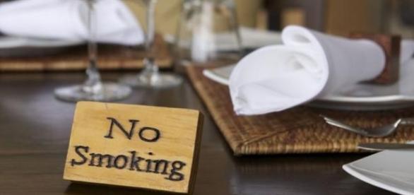 Interzicerea fumatului in spatii inchise.