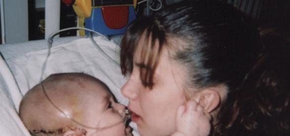 O româncă se află în comă cu bebelușul