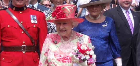 Rainha Elizabeth está contratando.