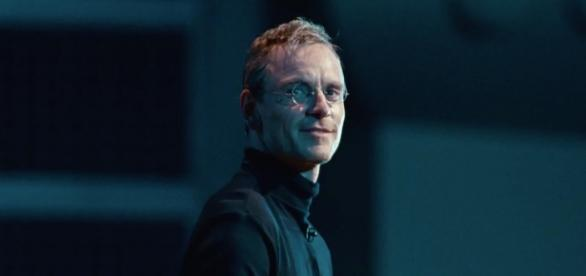 Michael Fassbender como Steve Jobs.