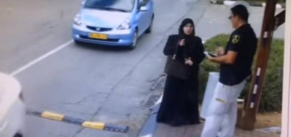 Mulher palestina tenta esfaquear guarda