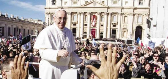Papa Francisco diz que reformas não vão parar