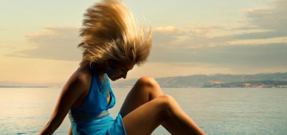 Włosy, podobnie jak dłonie, są wizytówką kobiety