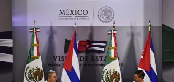 Castro y Peña Nieto en la firma del acuerdo