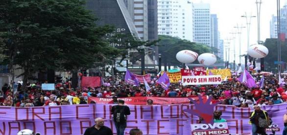 Manifestantes pedem a cabeça de Eduardo Cunha