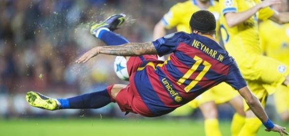 Neymar tenta jogada incrível - Getty Imagens