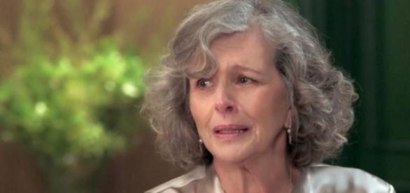 Vitória chora por 'morte' da Filha