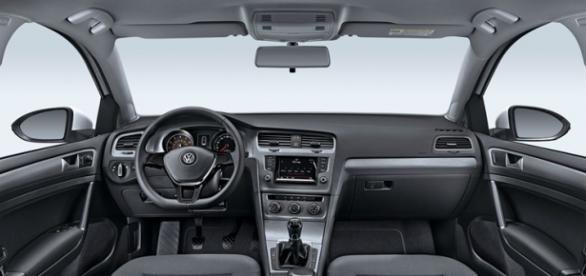 Interior do Golf Variant com câmbio manual