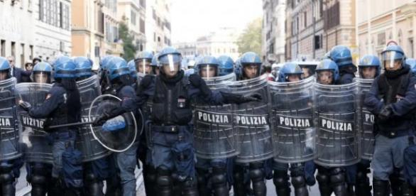Protesta della polizia sotto casa di Renzi