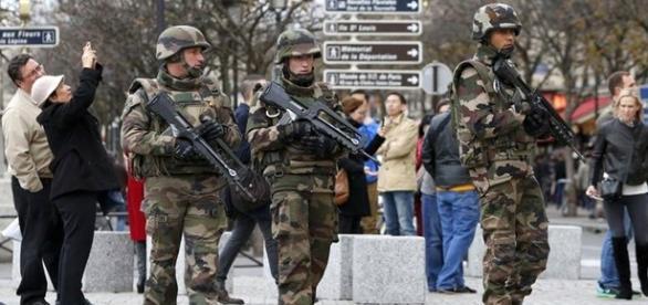 Soldados nas ruas de Paris durante a COP-21