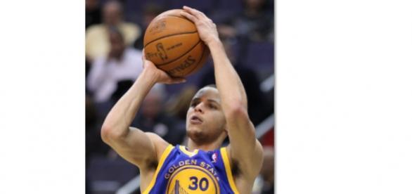Stephen Curry fue el mehor con 26 puntos