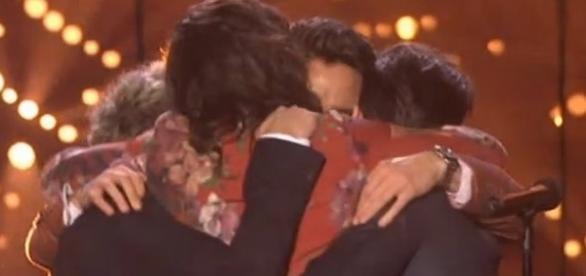 Todos se abraçaram no final do show