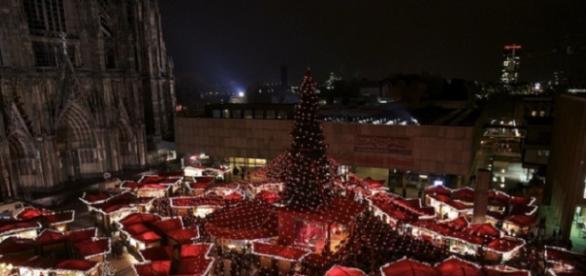 Bożonarodzeniowy jarmark wygląda imponująco.