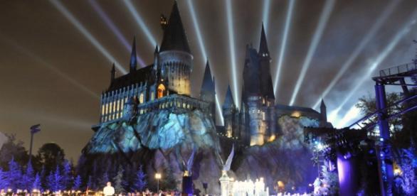 Castelo de Hogwarts em parque temático