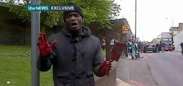Michael Adebolajo tuż po zabójstwie żołnierza