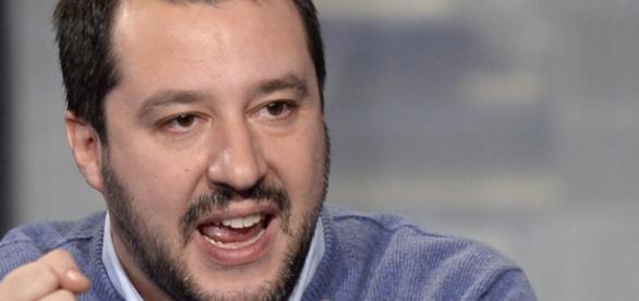 """Salvini contro Renzi: """"Sei un vigliacco""""""""."""