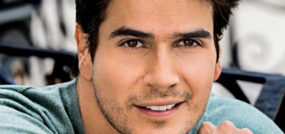 Daniel Arenas está no elenco de 'Teresa' no SBT