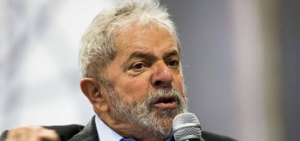 Lula é intimado pela Polícia Federal