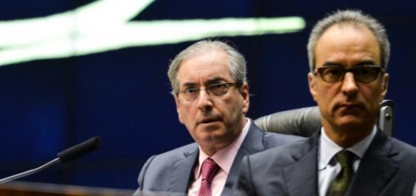 Globo defende Dilma e pede a cabeça de Cunha