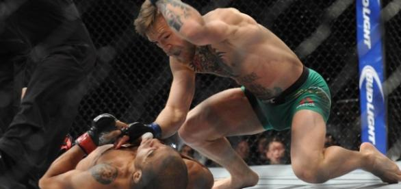 UFC 194, McGregor vence José Aldo