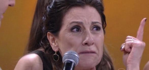 Cassia Kis critica Dilma e o PT ao vivo