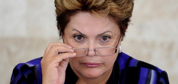 Fantasma do impeachment ronda Dilma Rousseff