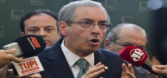 Eduardo Cunha da entrevista após apreensões