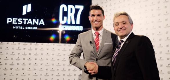 Cristiano Ronaldo e Dionísio Pestana em Lisboa.