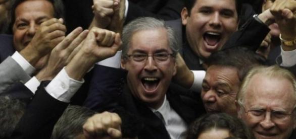 Ministro do STF livra Cunha de afastamento