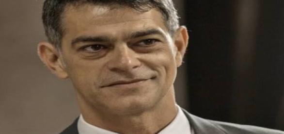 """Orlando tenta matar o """"Pai"""" em a regra do jogo"""