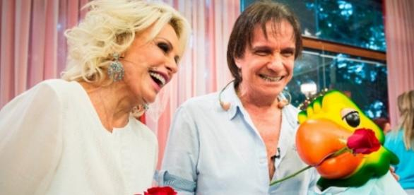 Ana Maria Braga recebe Roberto Carlos