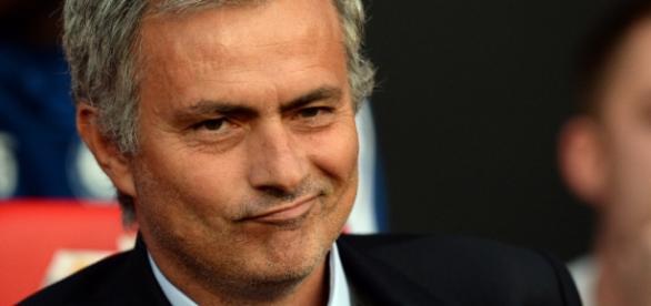 José Mourinho foi demitido do Chelsea