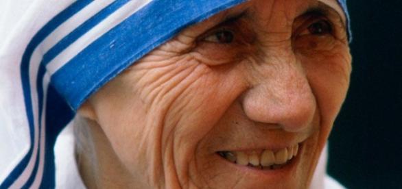 Madre Teresa será canonizada em 2016