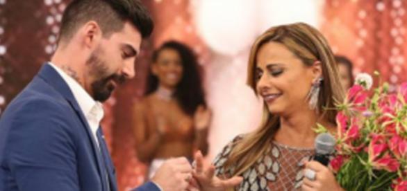 Viviane Araújo recebe pedido de casamento