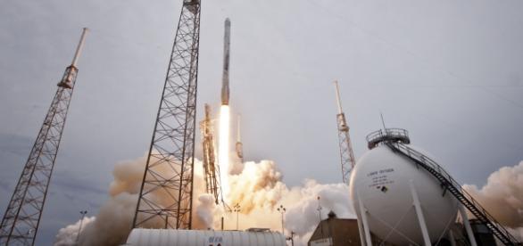 Falcon 9 despegando desde Cabo Cañaveral